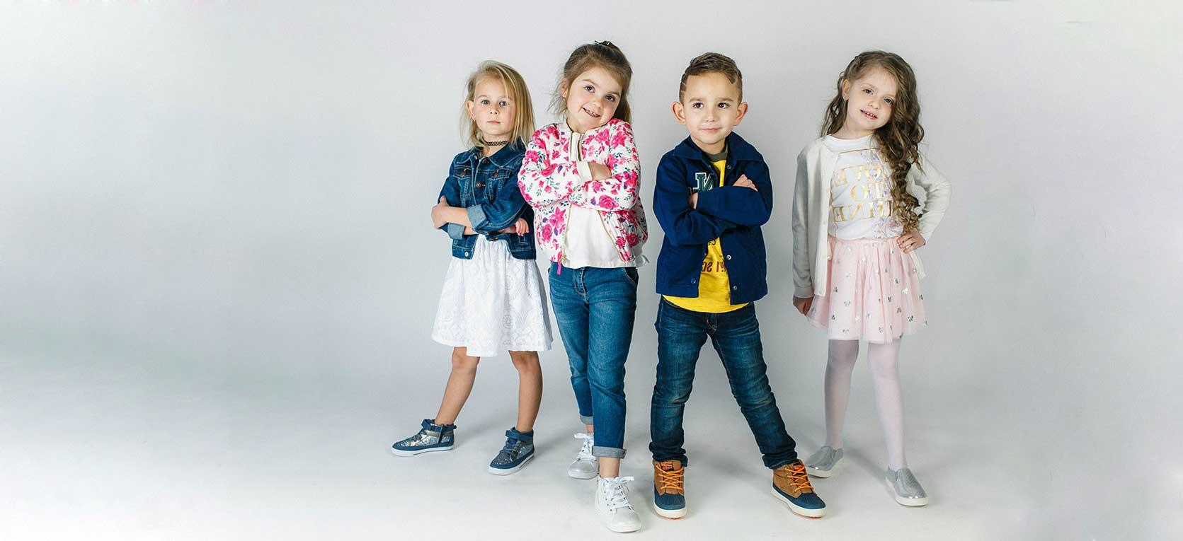 Открытка, картинки с детской одеждой рекламные